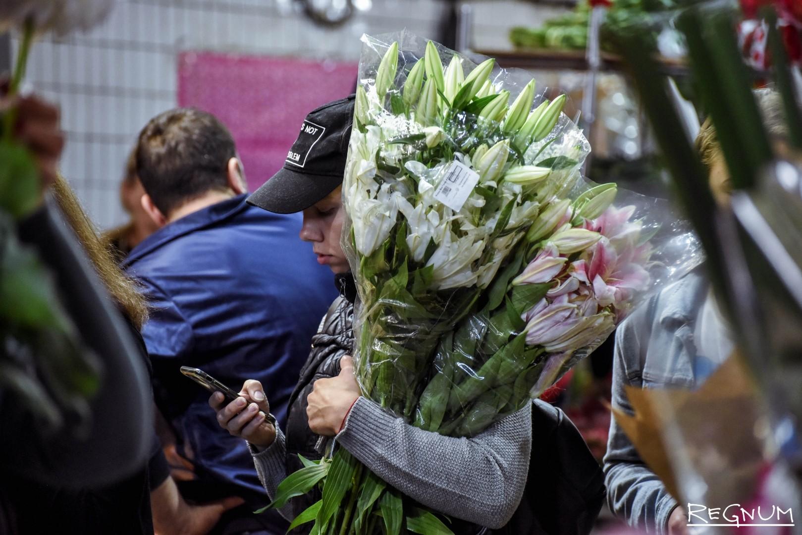 Цветы недорогой москва рынок, розами