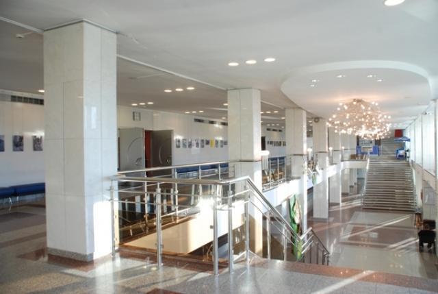 Фойе 2-го этажа кинотеатра «Космос» в Екатеринбурге