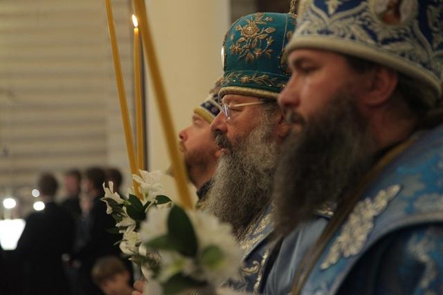 Епископ Тихон, митрополит Кирилл и епископ Евгений совершили всенощное бдение в монастыре в честь Царственных страстотерпцев. 2 сентября 2017 года
