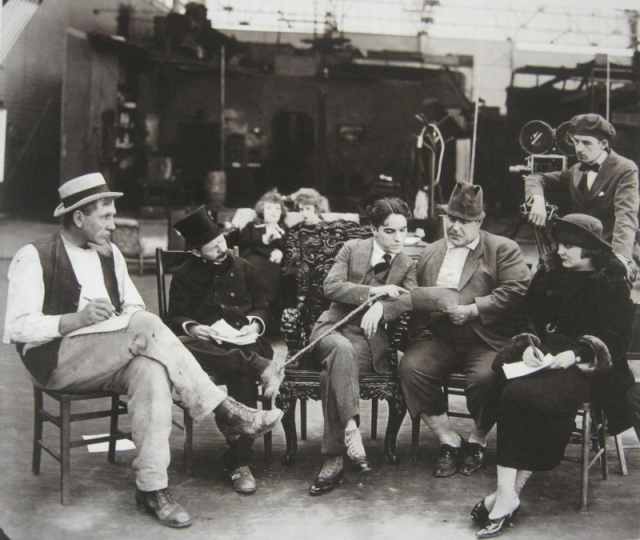 Как снимать кино. Чаплин в своей студии. 1918
