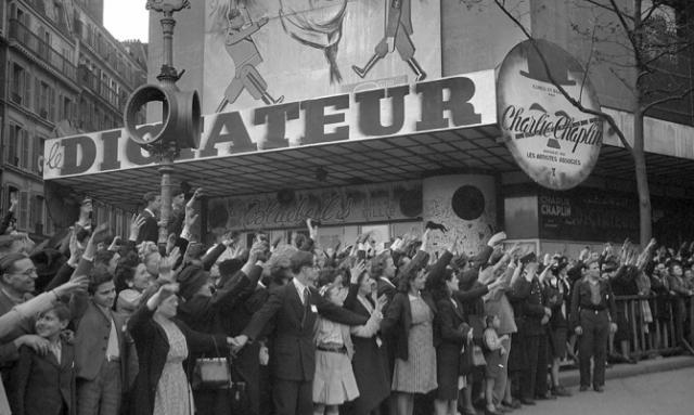 """Премьера фильма """"Великий диктатор"""" в Париже в 1945 году"""