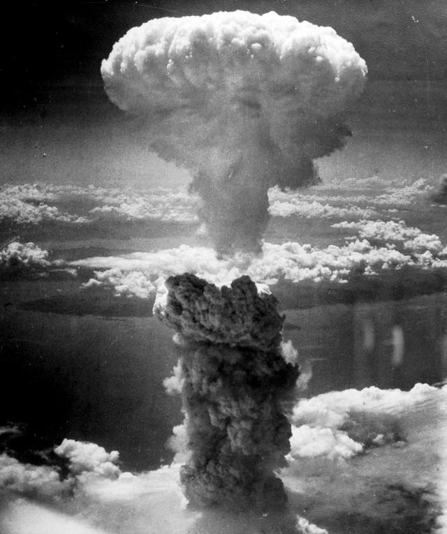 Взрыв атомной бомбы в Нагасаки