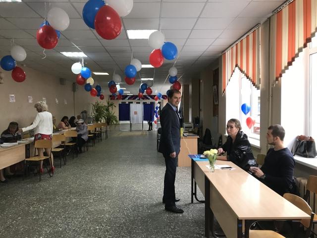Великий Новгород. Атмосфера на избирательных участках праздничная. Но избиратели не торопятся голосовать