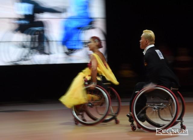 Участники турнира в Санкт-Петербурге по танцам на колясках «Кубок Континентов»