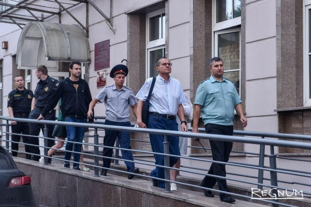 Алексей Улюкаев после заседания суда 13 сентября