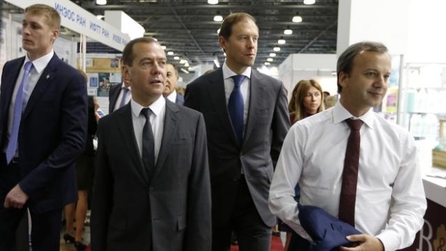 Дмитрий Медведев подписал станок из Липецкой области