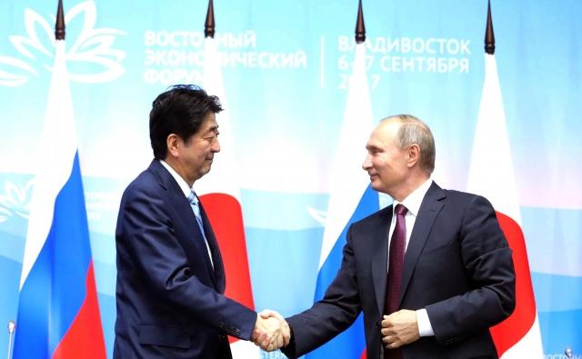 Синдзо Абэ и Владимир Путин. Владивосток, 7 сентября 2017 года