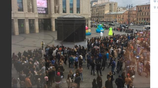 Все крупнейшие торговые комплексы Петербурга эвакуированы