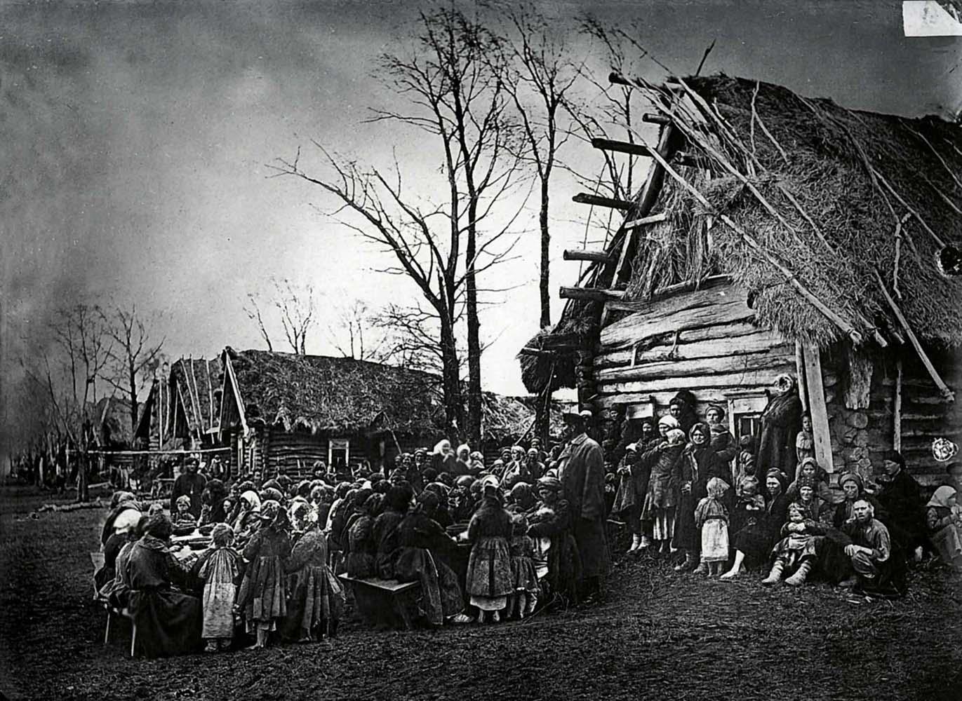 Крестьянская община в деревне Пралевке Лукояновского уезда. Фото М.П. Дмитриева. 1891-92 гг