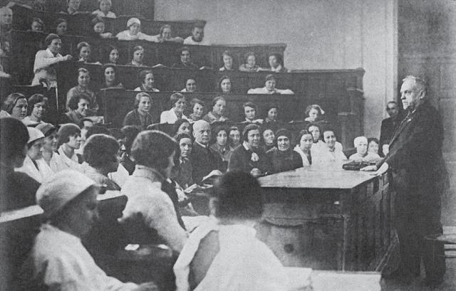 Н.А. Семашко читает лекцию студентам 1-го ММИ. 1937 г