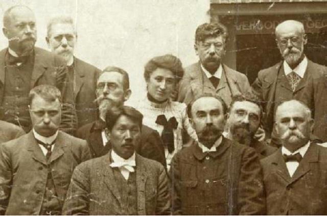 Фото  с Амстердамского конгресса 1904 года. Роза Люксембург, Карл Каутский, Виктор Адлер, Георгий Плеханов и другие