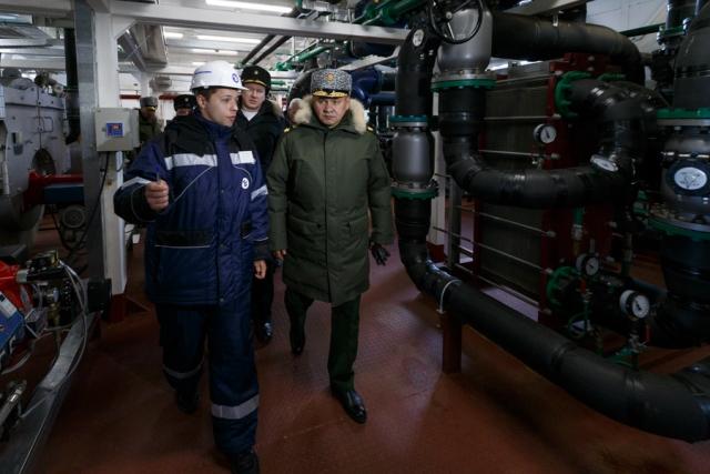 Сергей Шойгу проинспектировал ход строительства базы «Арктический трилистник»