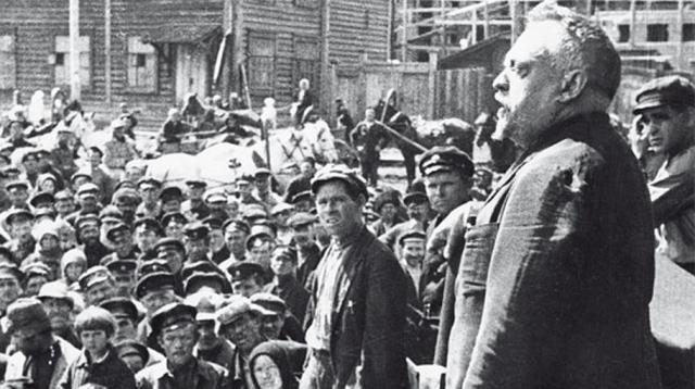 Наркомздрав Советской республики Николай Александрович Семашко выступает на митинге