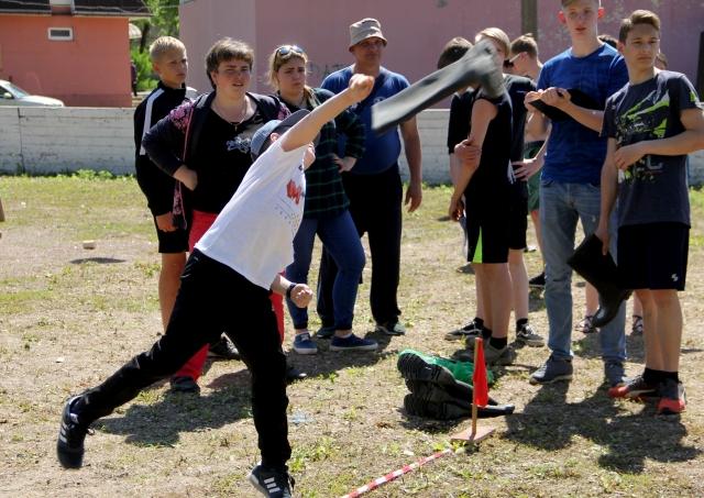 Метание сапога — давняя спортивная игра ингерманландских финнов