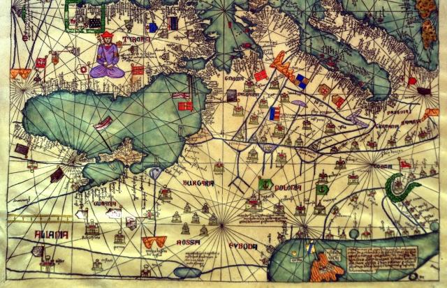 В Каталонском Атласе 1375 г, изображен бело-красно-белый флаг, как флаг крымско-татарского ханства