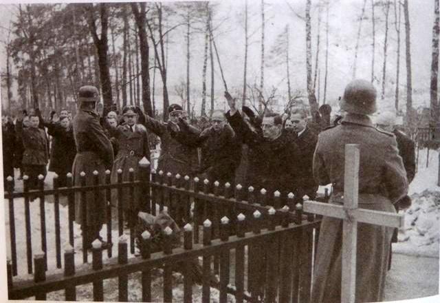 Высшее руководство коллаборационистского правительства БЦР (официальным флагом, которой является бело-красно-белый флаг), комплиментарной с БНР, из числа белорусских националистов 1941-1944гг.