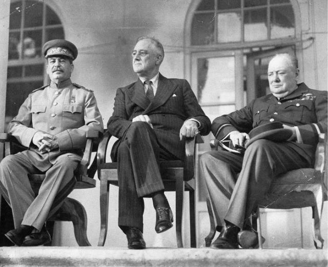 Сталин, Рузвельт и Черчилль на Тегеранской конференции. 1943