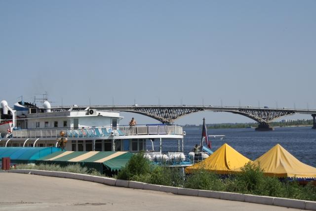 Саратов. Энгельский мост с набережной