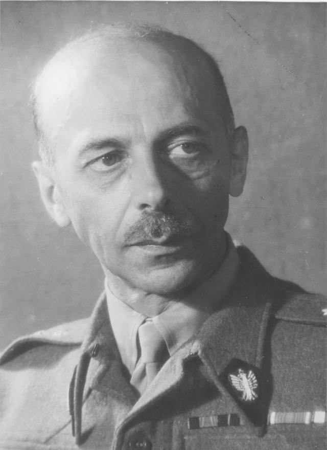 Генерал Тадеуш Бур-Коморовский, главнокомандующий Армией Крайовой, руководитель Варшавского восстания