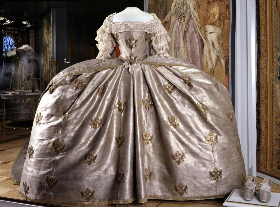 платья времен екатерины фото юнтолово