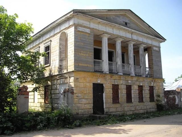 Путевой дворец Александра I: от общежития — к музею глиняной игрушки