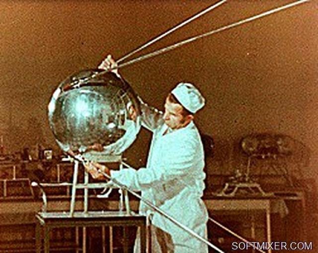 Монтаж первого спутника Земли