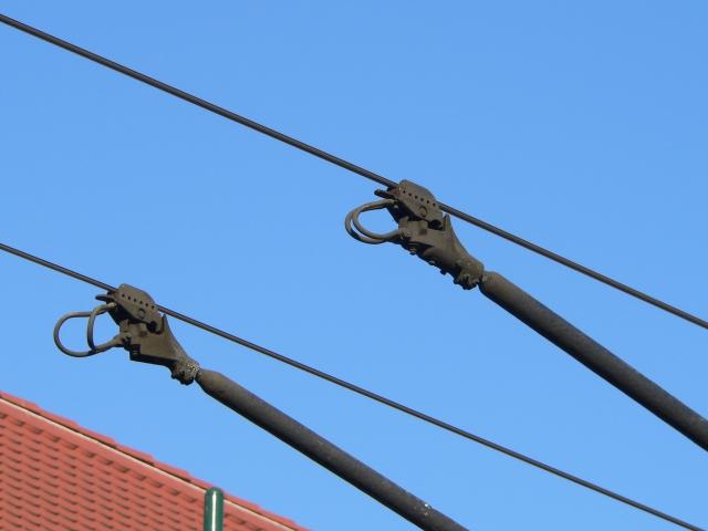Штанги троллейбуса на контактной сети