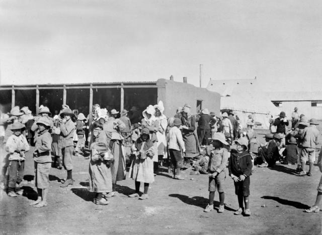 Бурские женщины и дети в британском концлагере