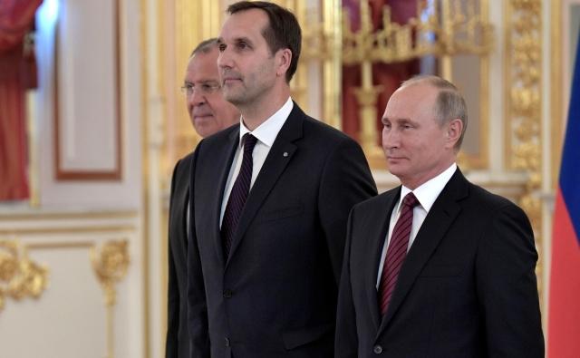Верительную грамоту Президенту России вручает посол Латвии Марис Риекстиньш