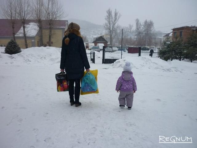 «Рожают в лучшем случае по одному»: Красноярск падает в демографическую яму