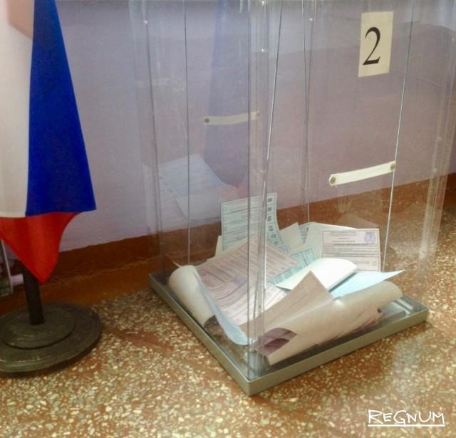 Урна для голосования на одном из избирательных участков в Барнауле