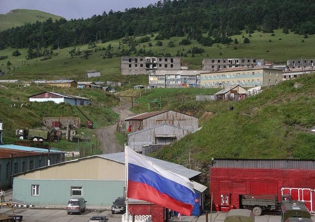 Вид на село Малокурильское, остров Шикотан, Россия