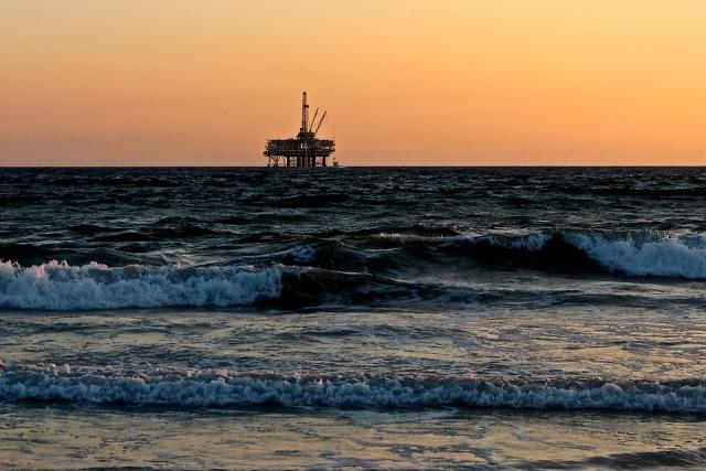 Нефть снова «рулит» рублем