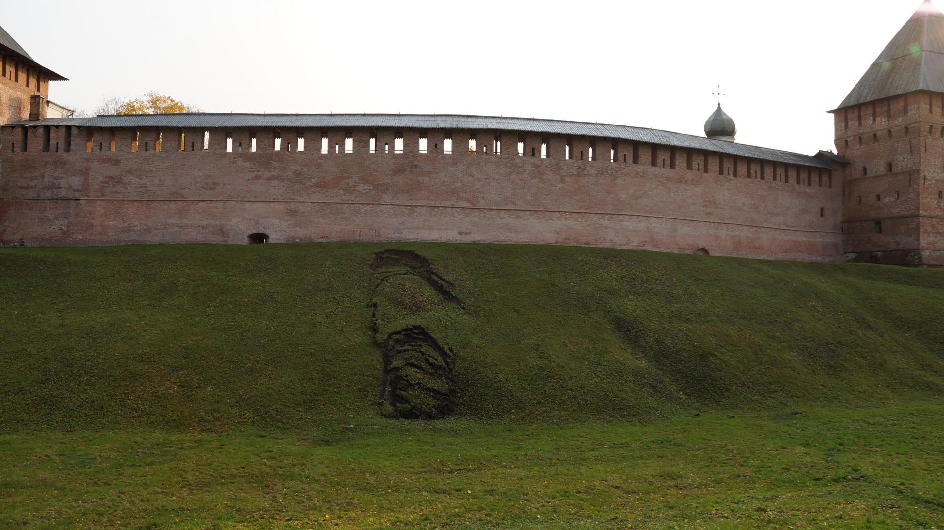 Оползни на валу Новгородского кремля