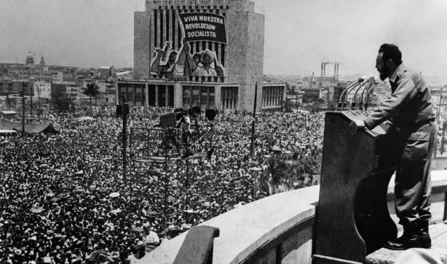 Фидель Кастро выступает после революции на Кубе, 1959 год