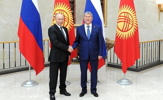 Владимир Путин поздравил главу Киргизии с прошедшими 15 октября выборами