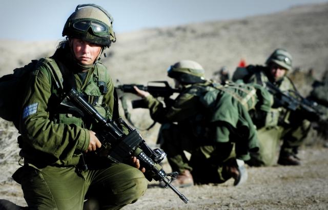 Израильская армия атаковала сирийские правительственные силы на Голанах