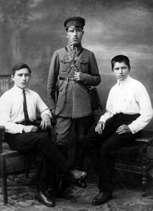Братья Янгели. 1925
