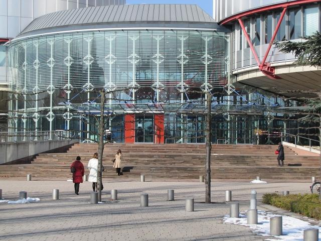 Центральный вход Европейского суда по правам человека