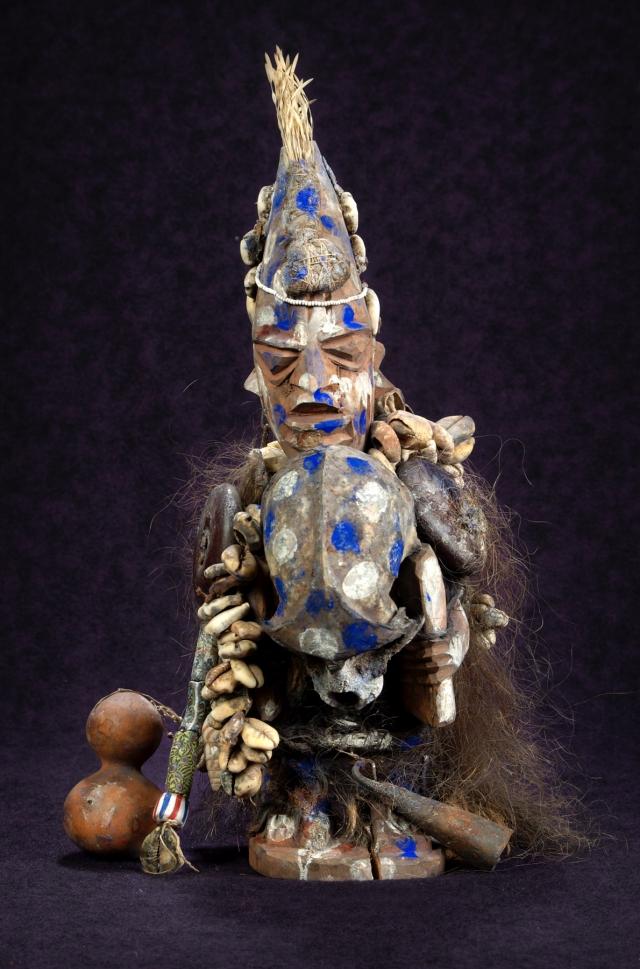 Статуя Сопоны, бога Йорубы, которая, по мнению местных племен, вызывает болезнь