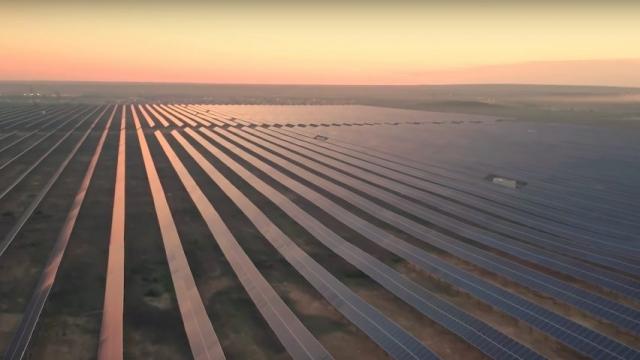 Солнечные батареи NEOM. Саудовская Аравия