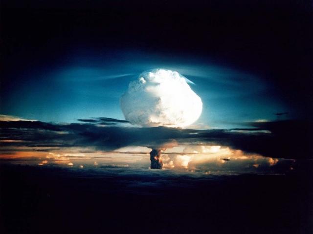 Первое испытание прототипа водородной бомбы. США, 1 ноября 1952 г.