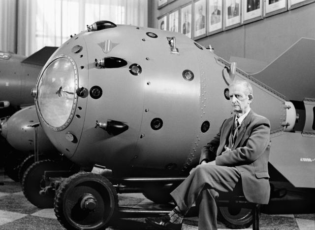 Первая в мире термоядерная бомба РДС-6с