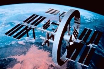 Международная космическая станция с модулем искусственной гравитации