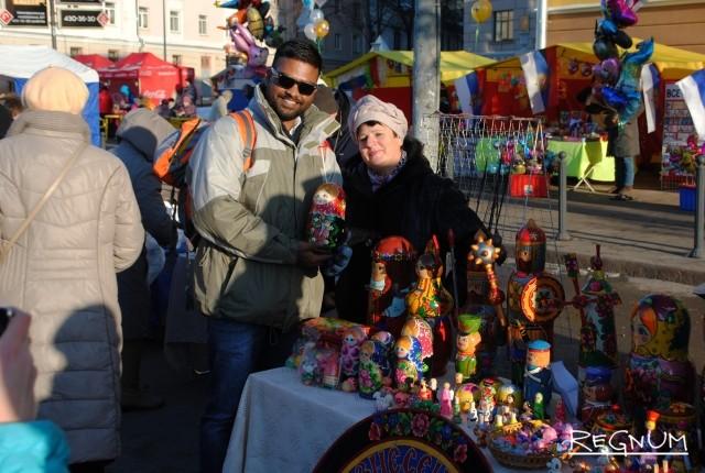 «Два веселых гуся» в нижегородском метро: праздничный флэшмоб