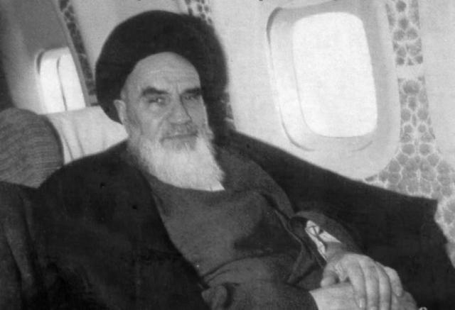 Рухолла Хомейни в самолете