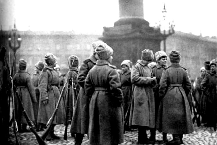 Женский батальон на Дворцовой площади