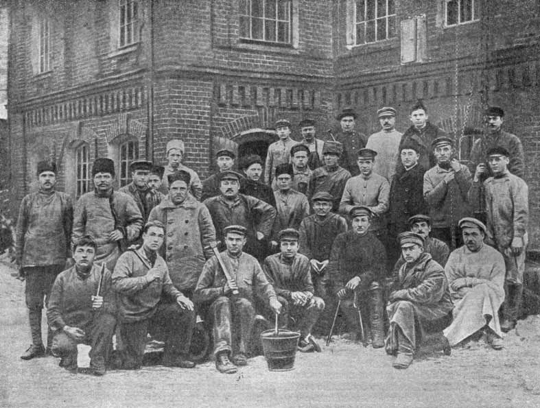Красногвардейцы завода Густава Листа