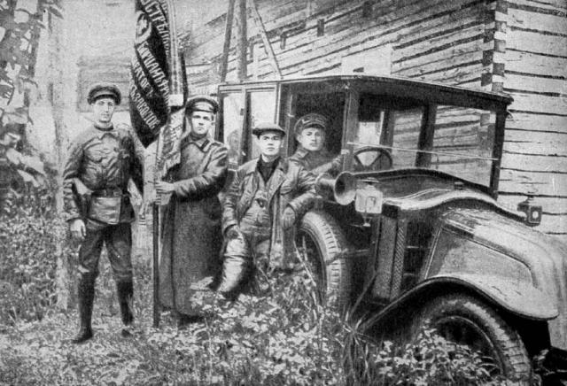Большевистские рабочие-агитаторы на фронте