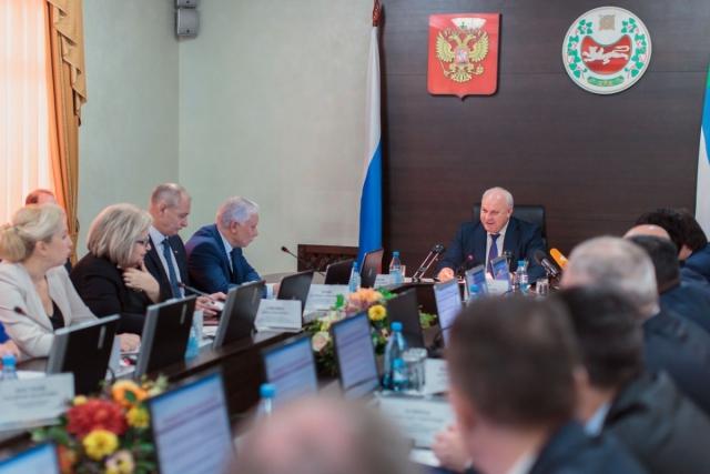 Виктор Зимин на заседании регионального Правительства Хакасии. 09 ноября 2017